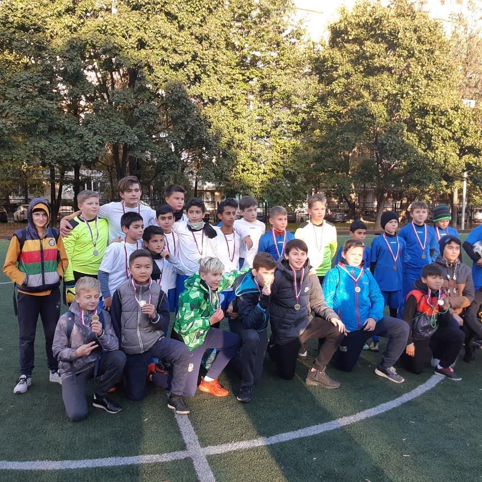 Тренеры ДМЦ «Перово» организовали два футбольных матча
